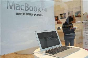 MacBook Air cu ecran de 14 inch