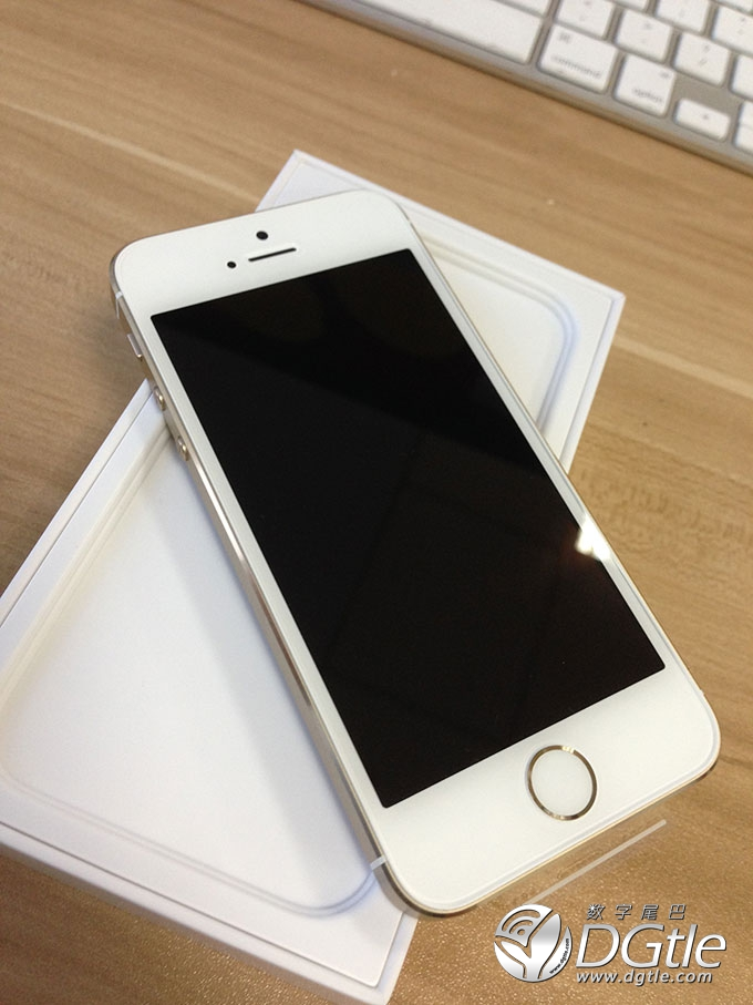 how to set up an iphone 5s voicemail