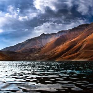 Flowing-River-Among-Mountains-ipad-air-wallpaper-ilikewallpaper_com