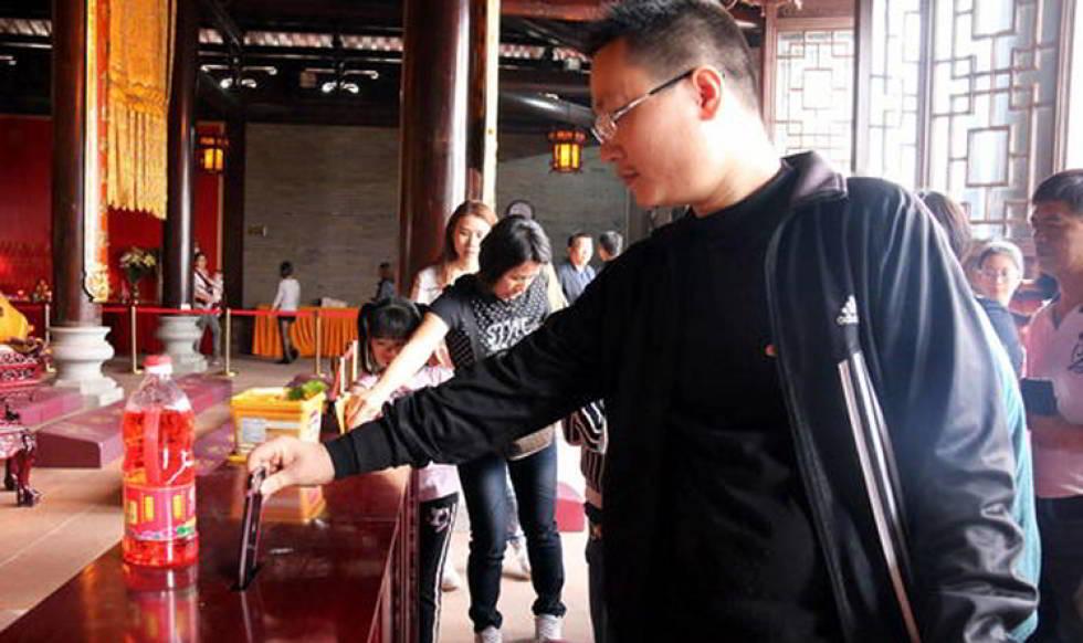 Donatie iPhone 6 templu budist