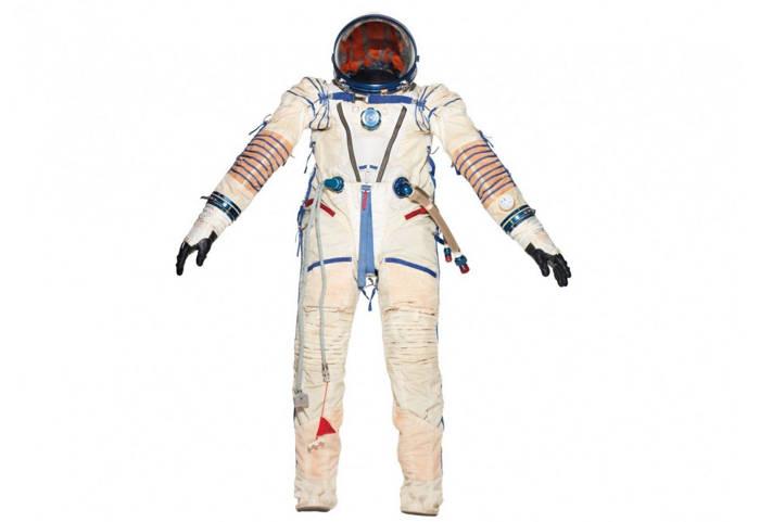Jony Ive costum astronaut