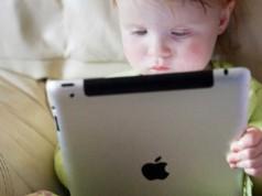 copil tableta iPad