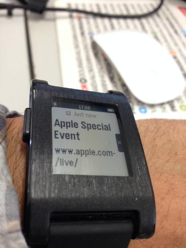 Apple Watch ironizat Pebble