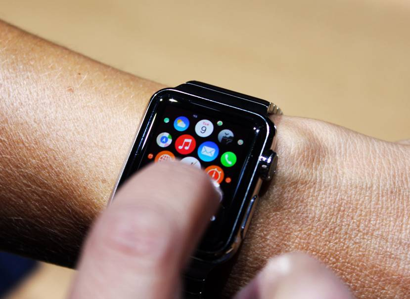 Apple Watch pe mana