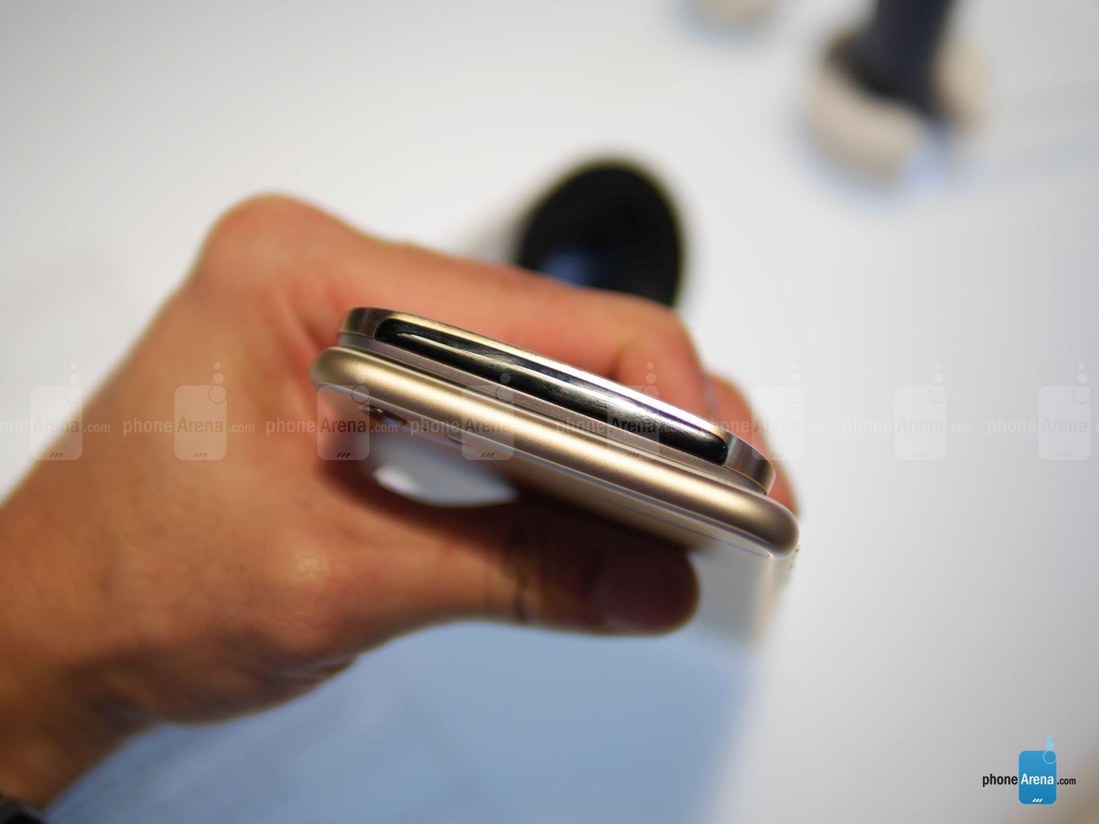 HTC ONE M9 vs iPhone 6 Plus comparatie design 4