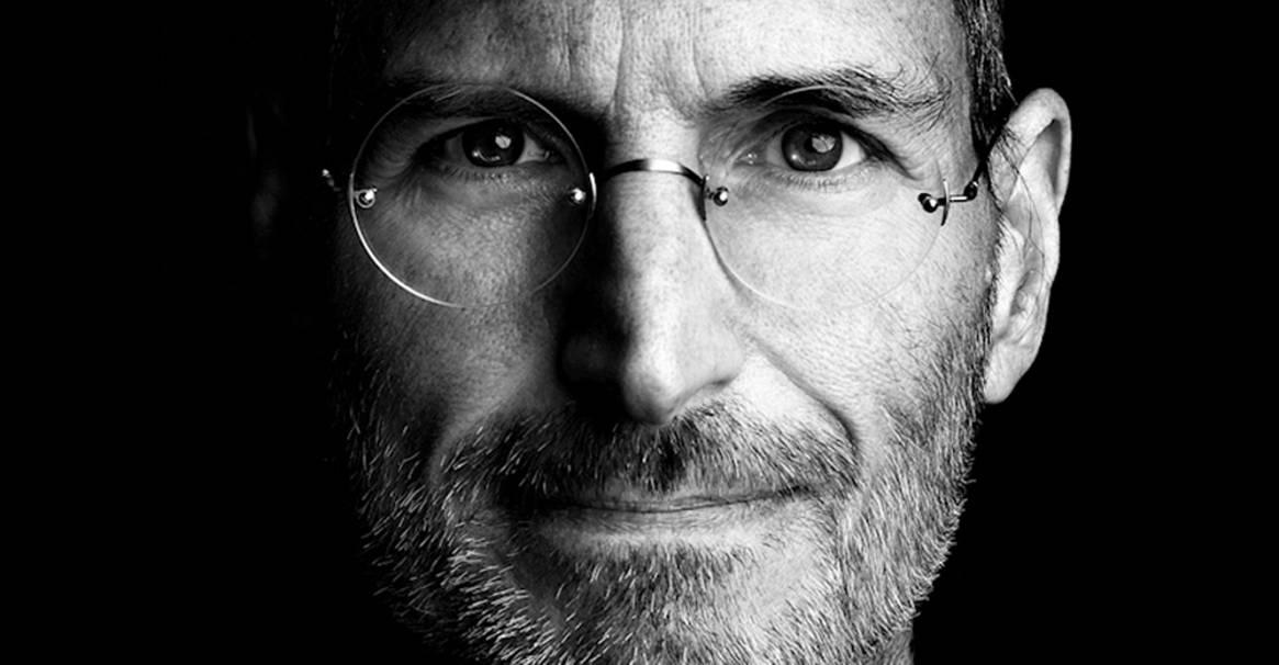 Steve Jobs aproape