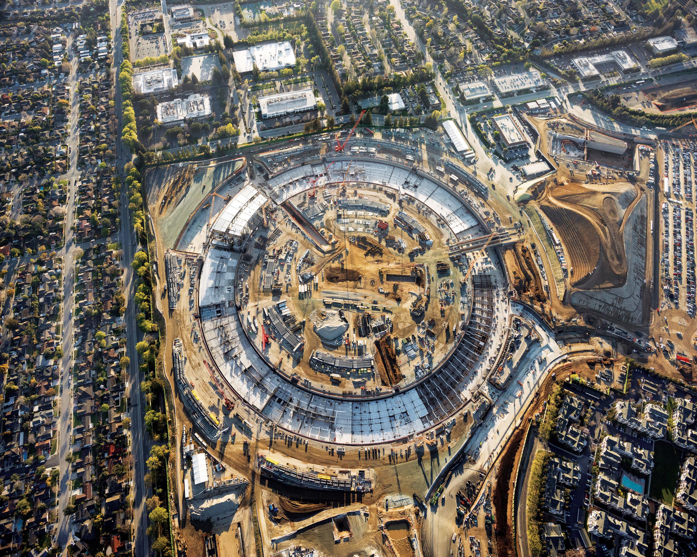 Apple Campus 2 dimensiune 1