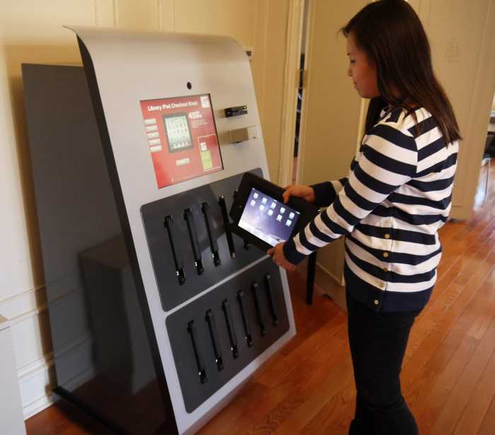Automat iPad librarile Drexler feat