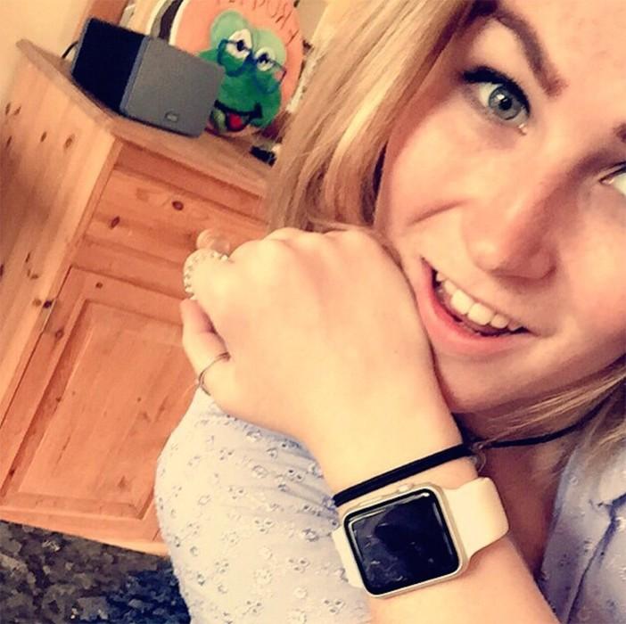 Molly Watt Apple Watch deficienta vedere auz