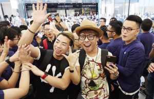mii oameni Apple Store Hong Kong