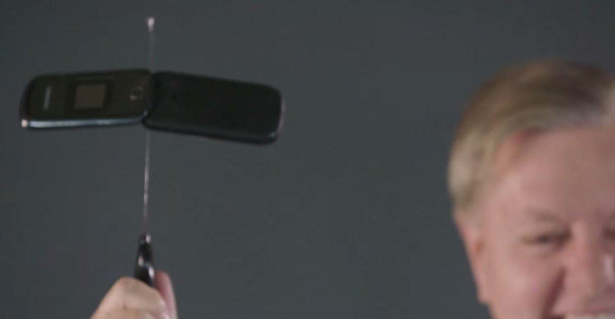 smartphone distrus senator