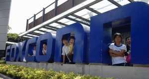 100.000 angajati Foxconn