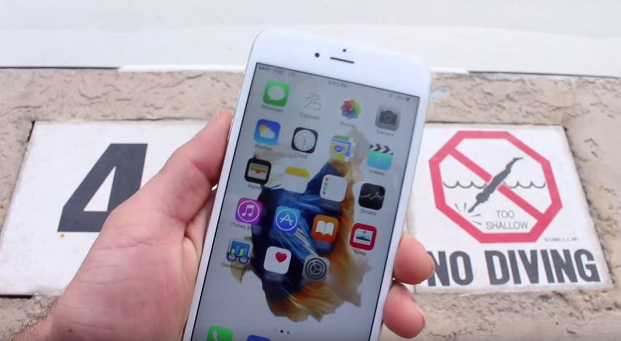 iPhone 6S Plus scufundat piscina distrus