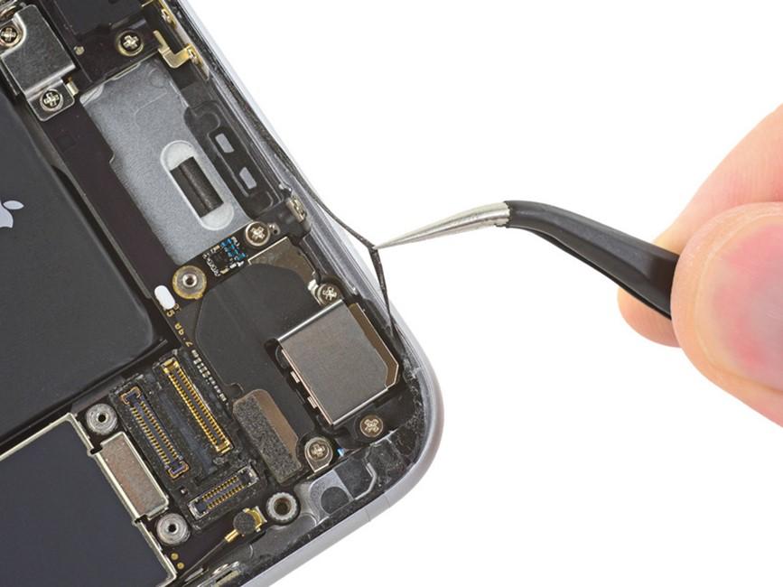 iPhone 6S rezistent la apa