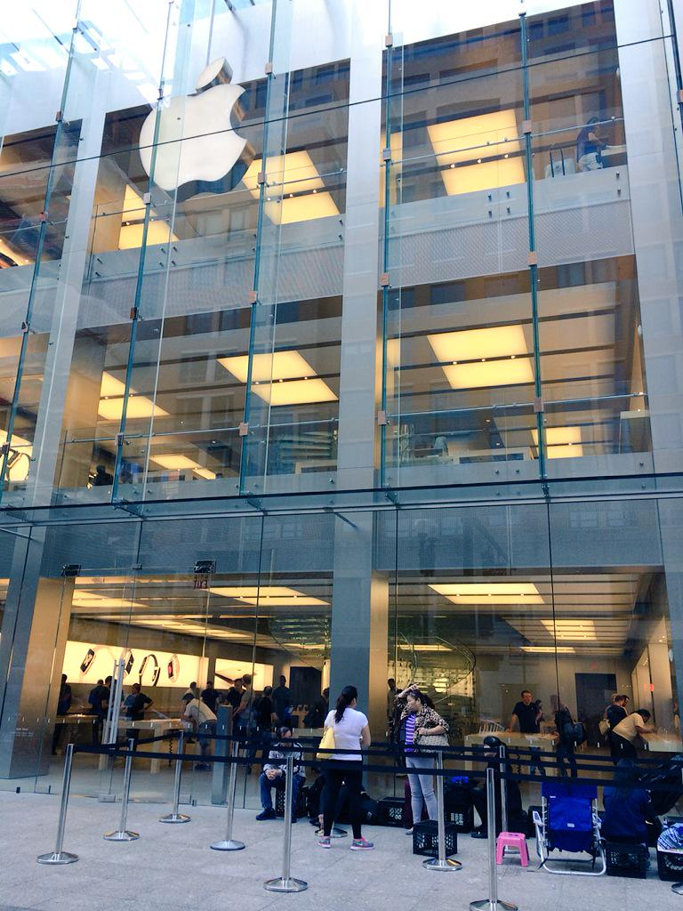 lansarea iPhone 6s cozi Apple Store Boston
