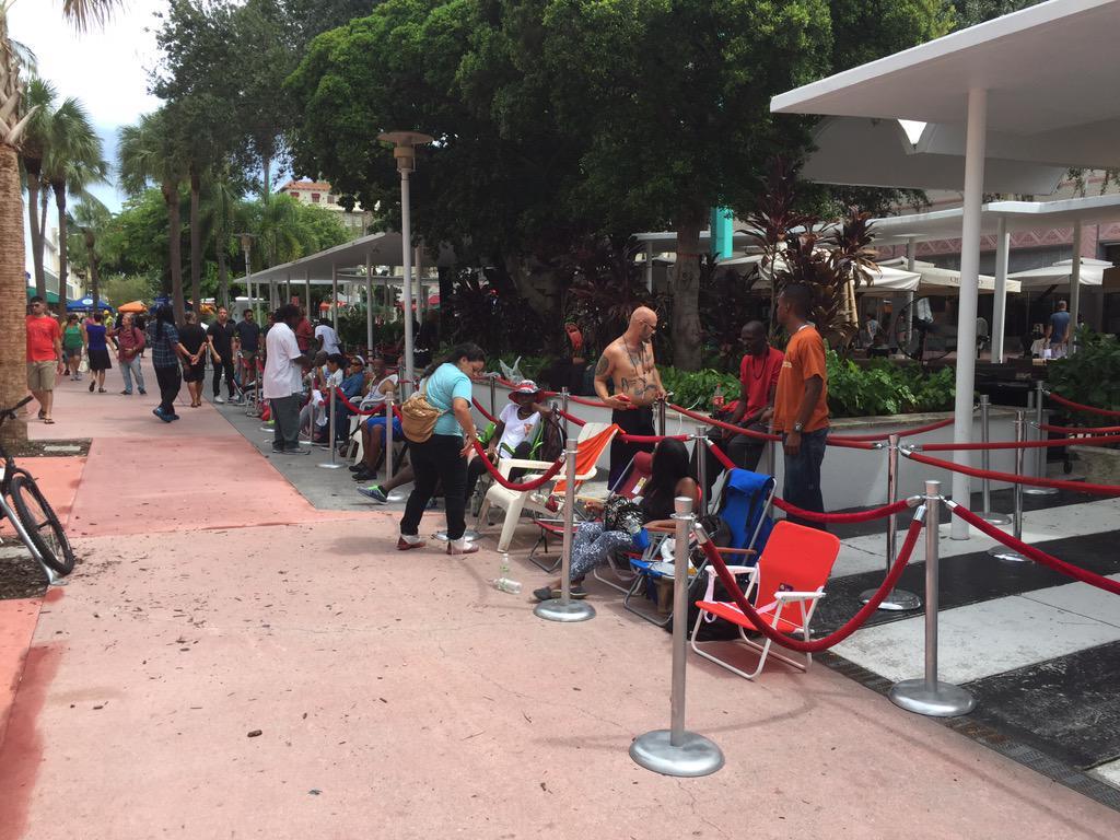 lansarea iPhone 6s cozi Apple Store Miami