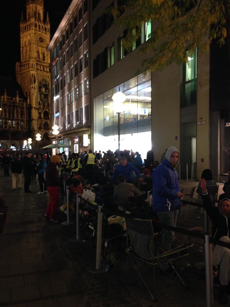 lansarea iPhone 6s cozi Apple Store Munchen