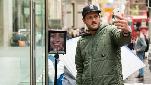 robot coada iPhone 6S 2