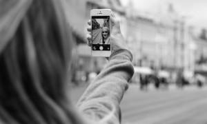 tineri judecati selfie nud