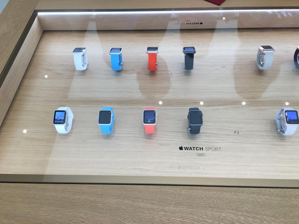 Apple Store Dubai Abu Dhabi cel mai mare din lume 12