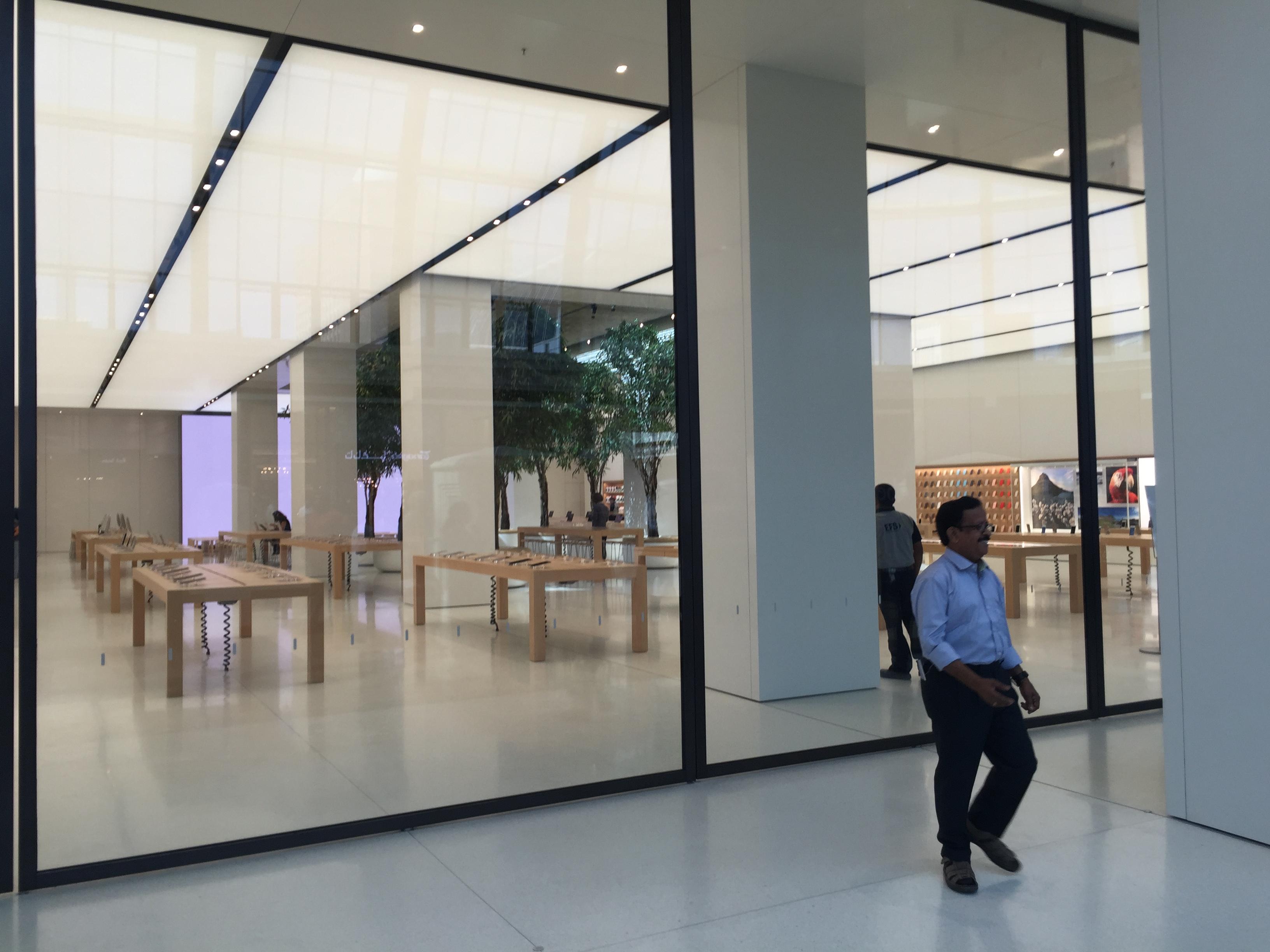 Apple Store Dubai Abu Dhabi cel mai mare din lume 2
