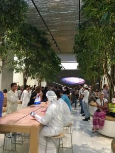 Apple Store Dubai Abu Dhabi cel mai mare din lume