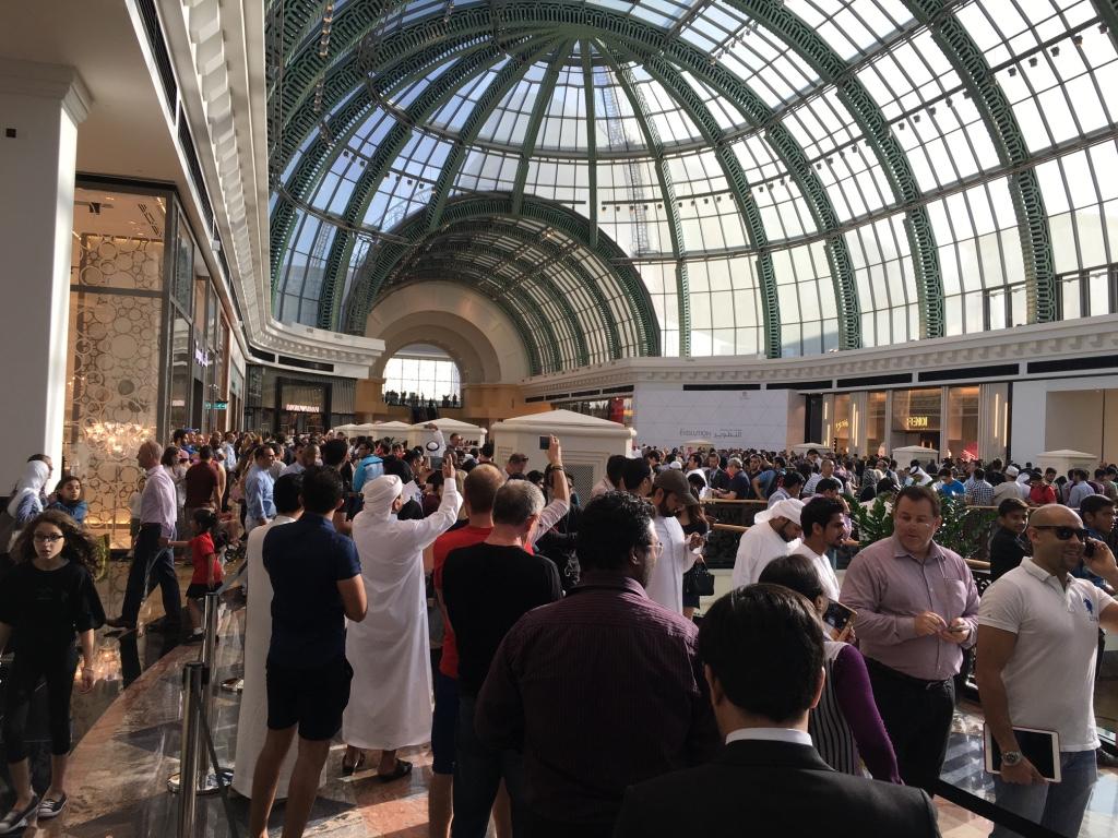 Apple Store Dubai Abu Dhabi cel mai mare din lume 4