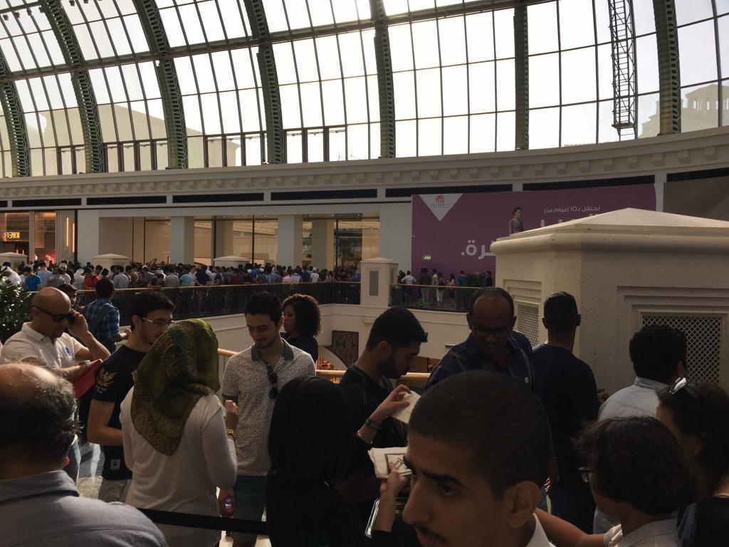 Apple Store Dubai Abu Dhabi cel mai mare din lume 5