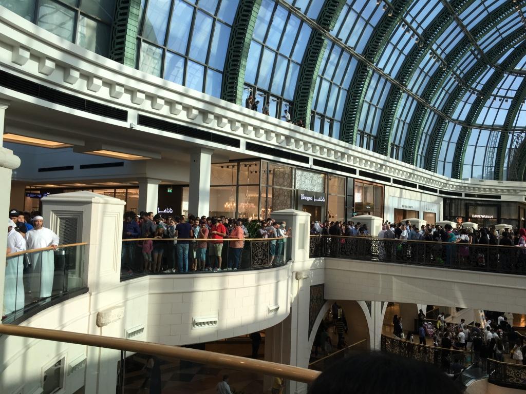 Apple Store Dubai Abu Dhabi cel mai mare din lume 7