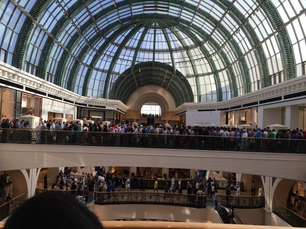 Apple Store Dubai Abu Dhabi cel mai mare din lume 8
