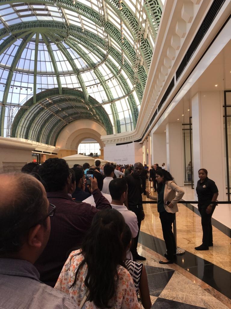 Apple Store Dubai Abu Dhabi cel mai mare din lume 9