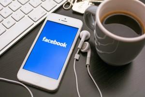 Facebook obliga angajatii sa renunte la iPhone