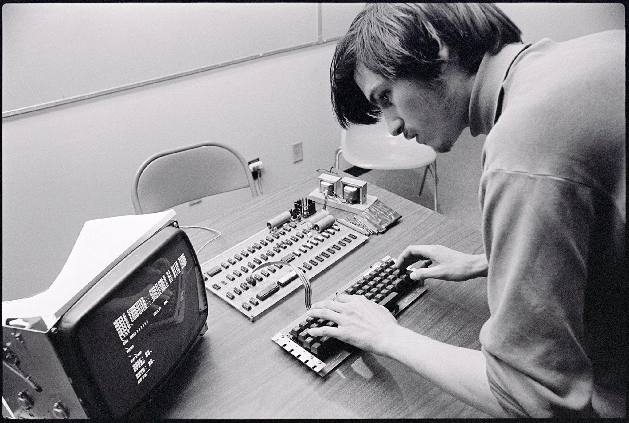 Steve Jobs 61 ani - iDevice.ro
