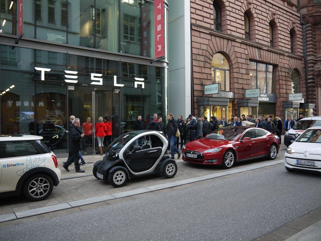 Coada rezervare Tesla Model 3 1