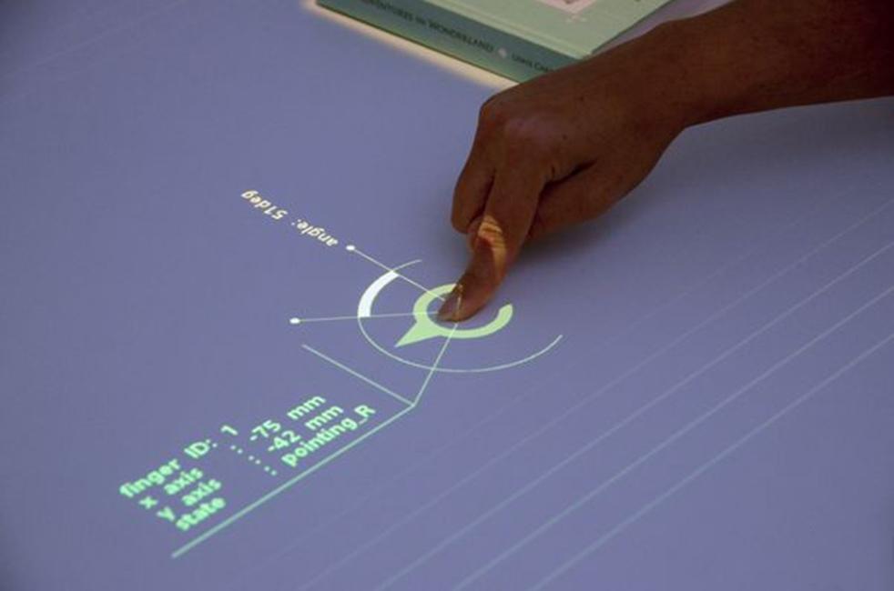 Sony proiector masa tactila 2