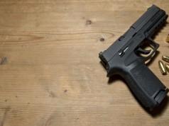 sinucidere selfie pistol