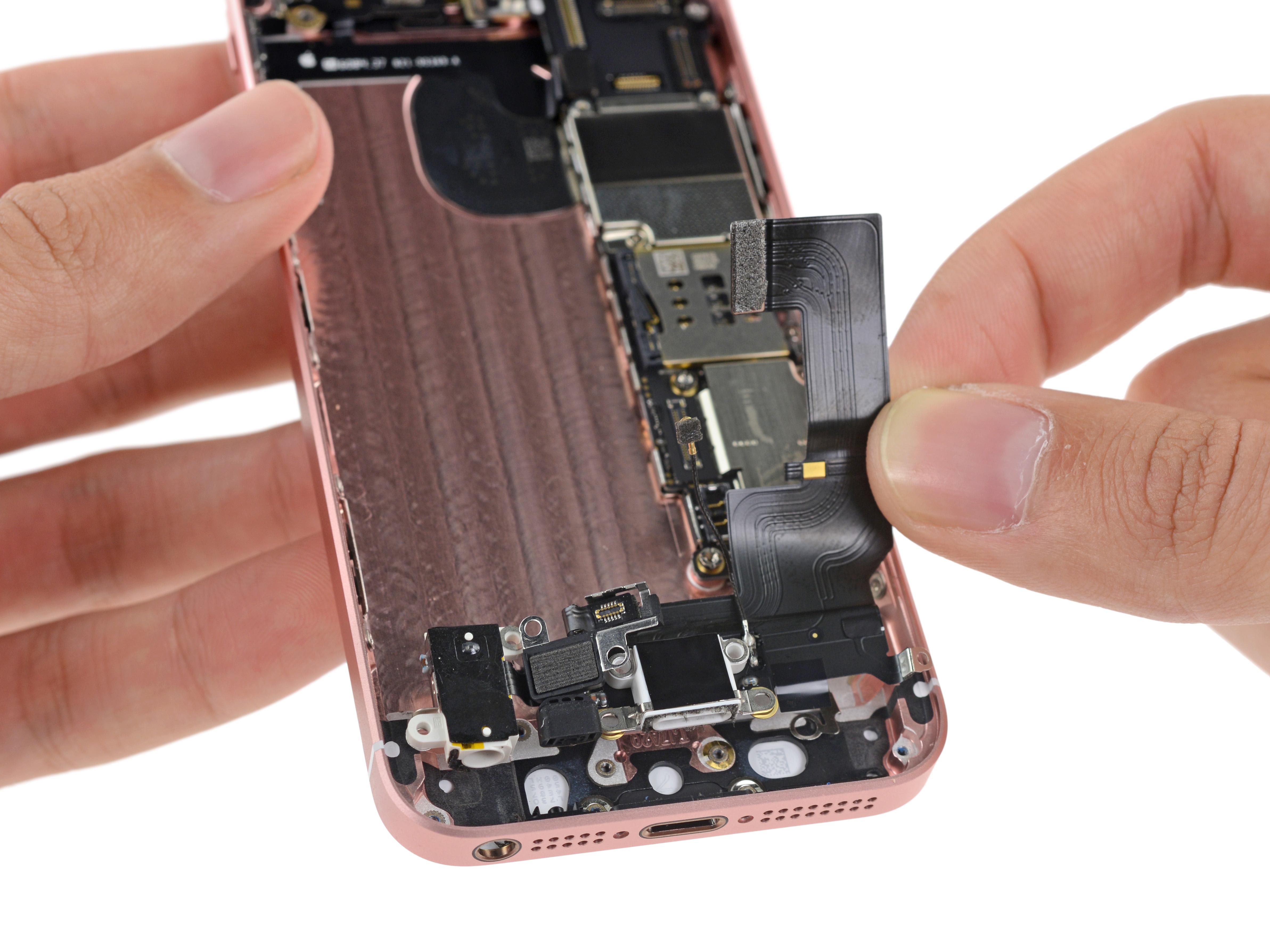 iPhone SE - cat este de rezistent la contactul cu apa ...