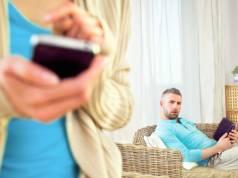 Ce a patit o femeie dupa ce s-a uitat in telefonul sotului fara permisiunea lui