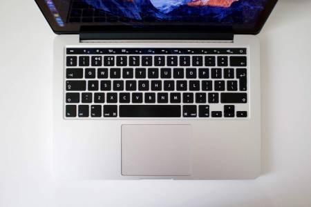 MacBook Pro OLED tastatura 2