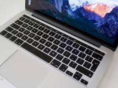 MacBook Pro OLED tastatura