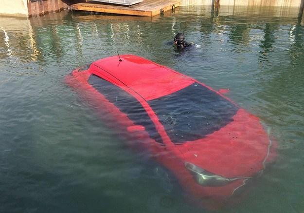 masina scufundata apa