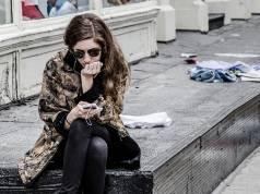 femeile mai dependente de smartphone decat barbatii