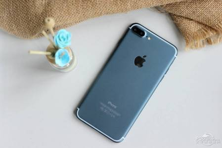 iPhone 7 Plus albastru pornit 15