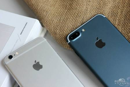 iPhone 7 Plus albastru pornit 7