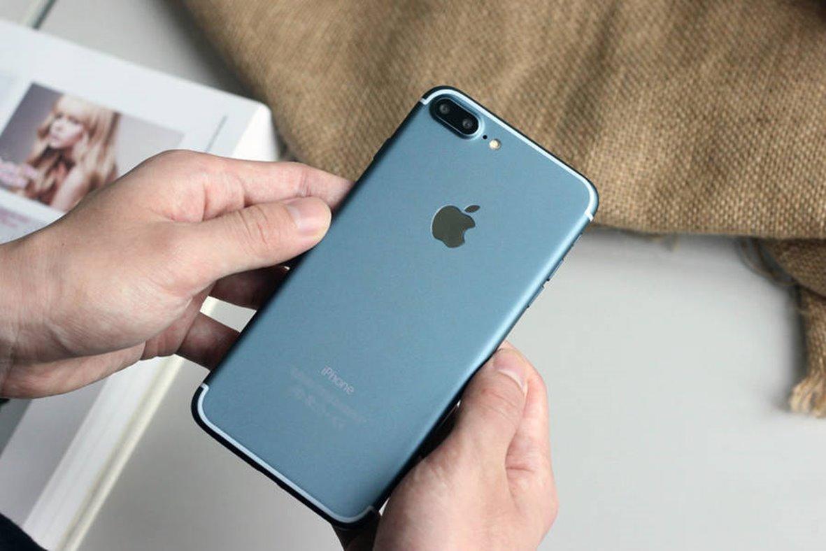 iPhone 7 Plus albastru pornit
