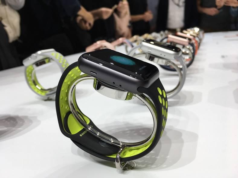 apple watch seria 1 si 2 stoc