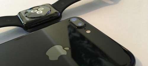 iPhone 7 jet black vs apple watch space black 1
