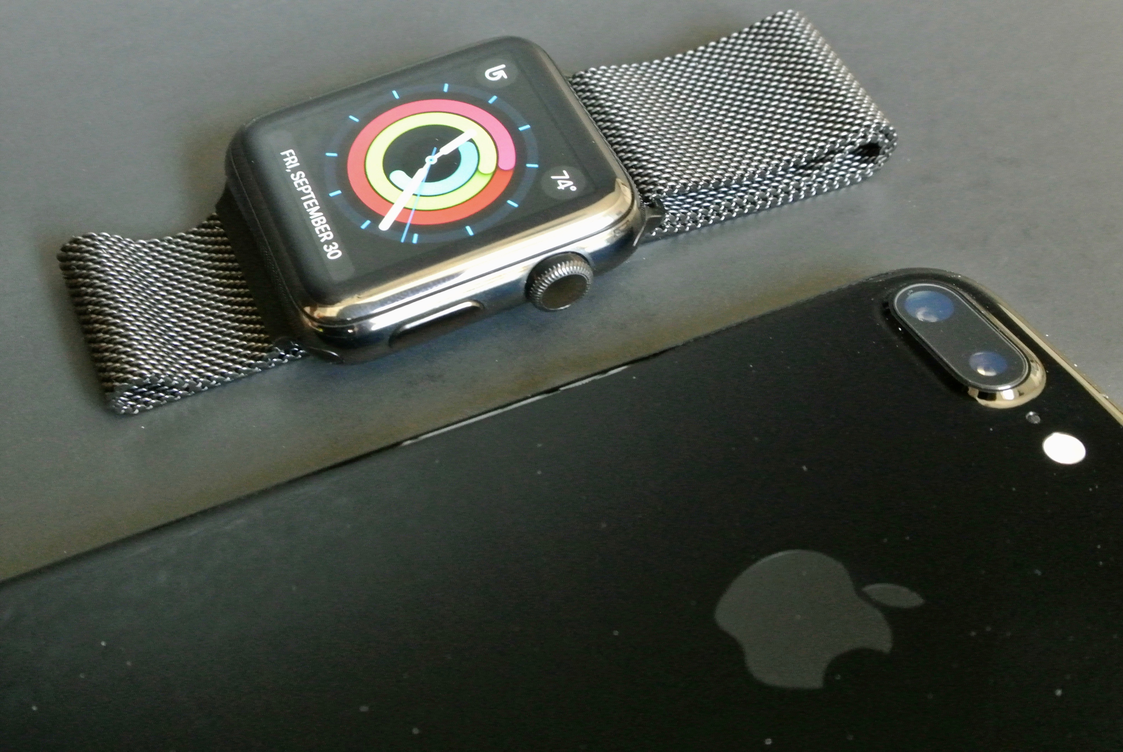 iPhone 7 jet black vs apple watch space black 3