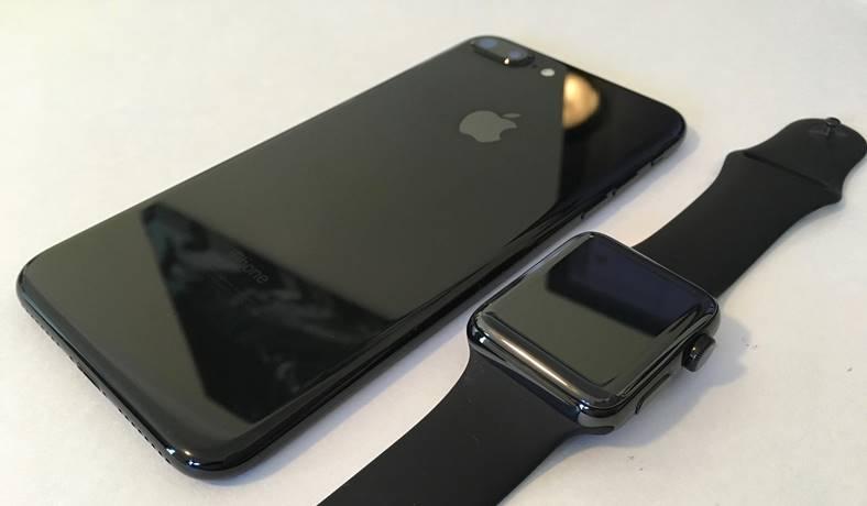 iPhone 7 jet black vs apple watch space black feat