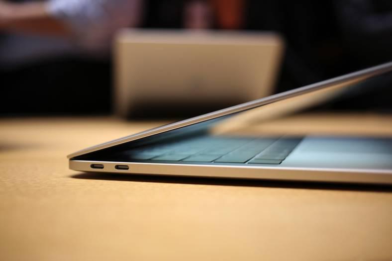 macbook-pro-pornire-singur
